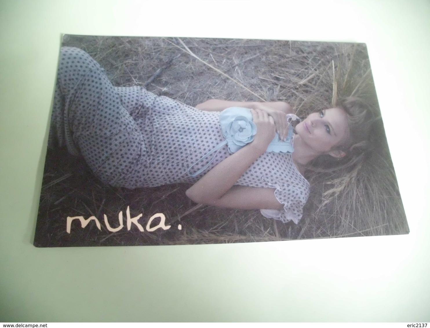CARTE PUBLICITE ...JEUNE FEMME ALLONGEE ...MUKA - Femmes