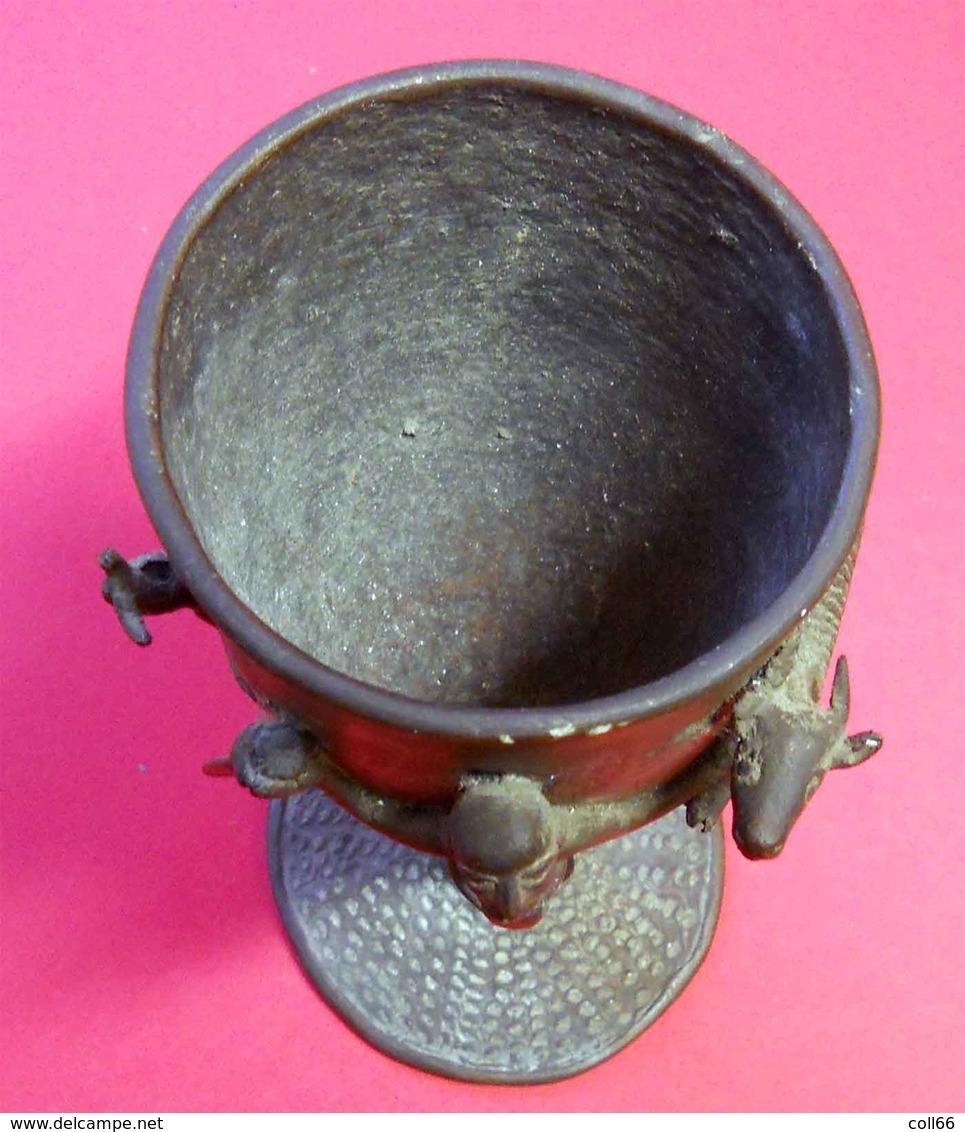 RARE Coupe Calice Ancien De Sacrifice Art Tribal Art Africain En Bronze Ht 22.5cms Diam 10cms  1280 Gr Dans Son Jus - Art Africain