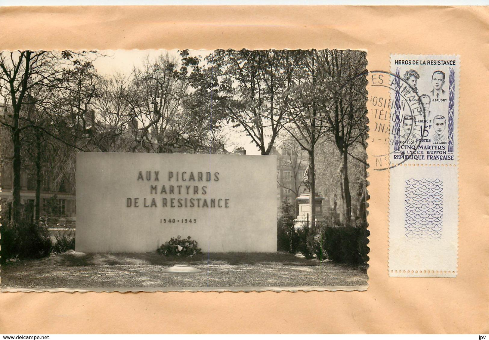 """ENVELOPPE AVEC CACHET DE """"AMIENS-C P SUR ENVELOPPE-EXPOSITION PHILATHELIQUE""""-TIMBRE HEROS DE LA RESISTANCE 19/05/1959 - 1921-1960: Periodo Moderno"""