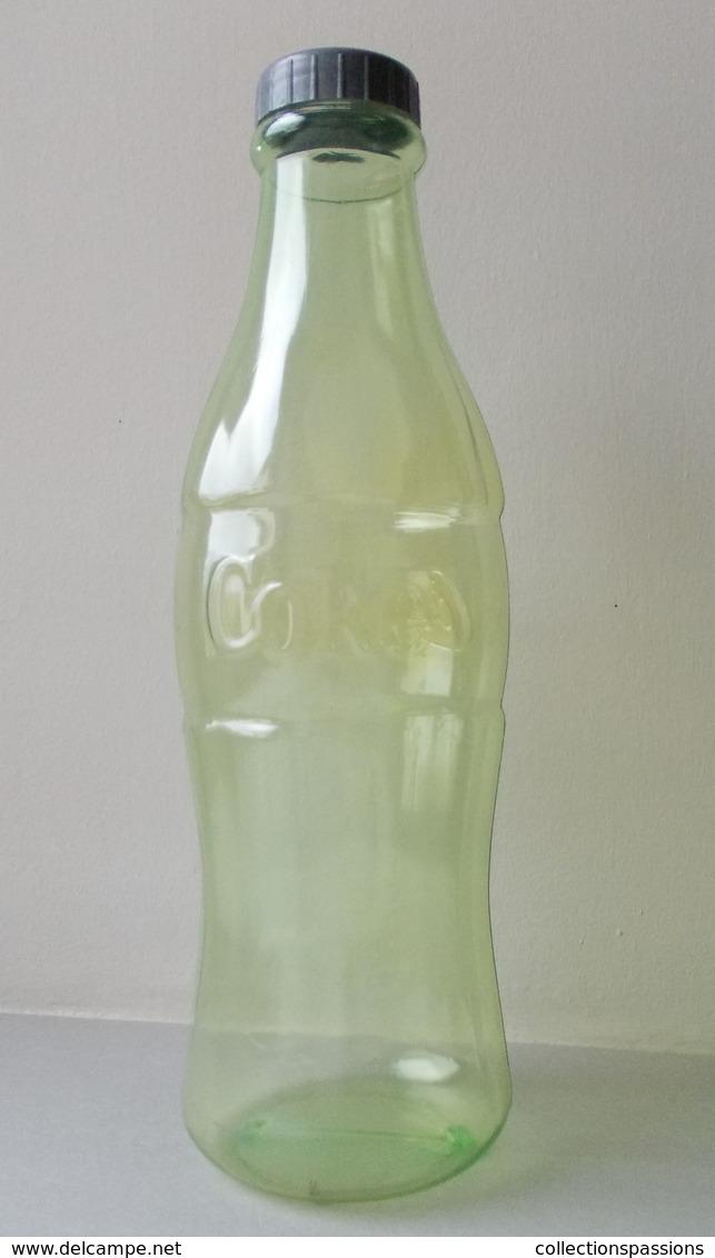 - Tirelire. Grande Bouteille COCA COLA - - Coca-Cola