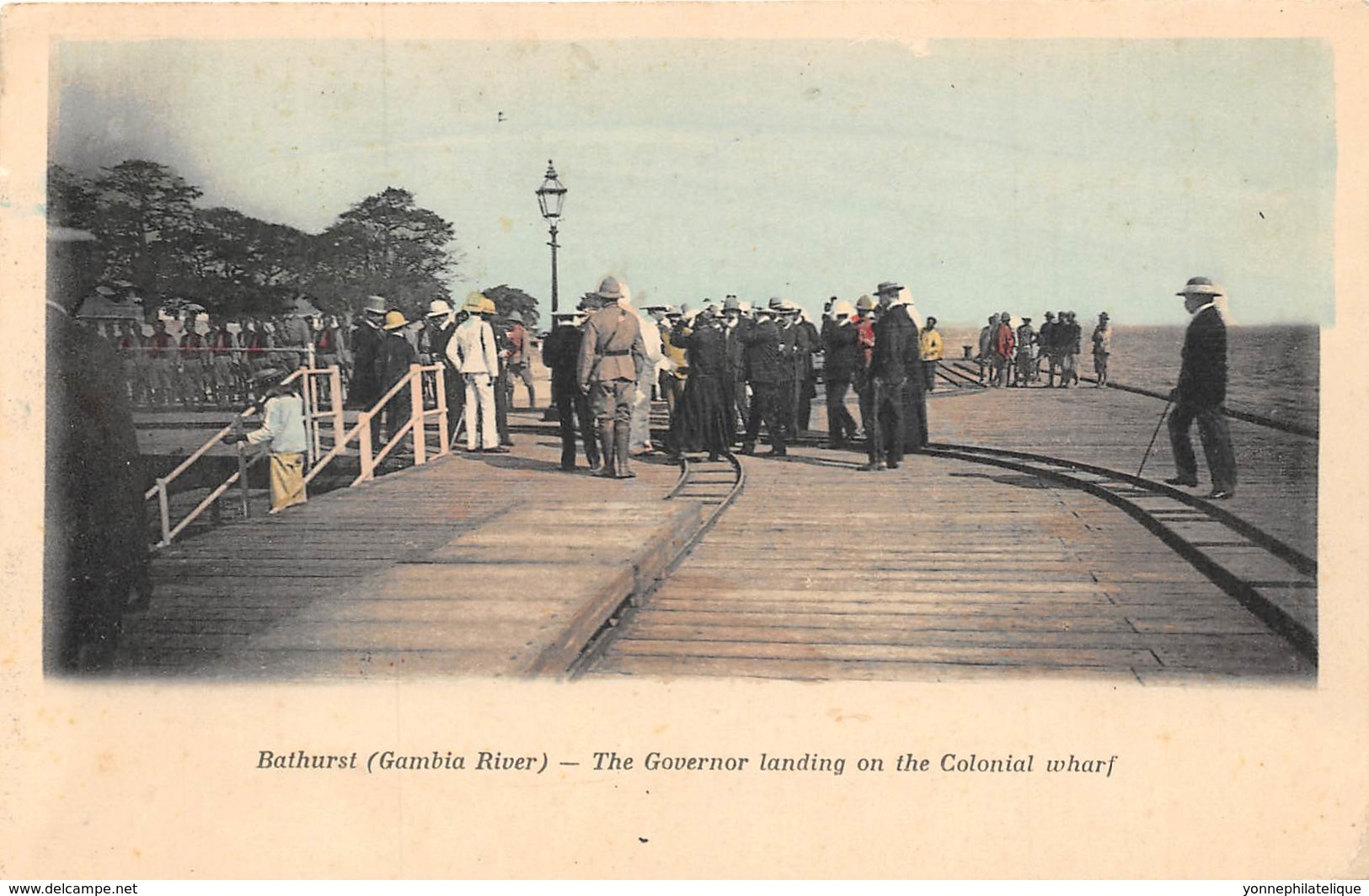Gambie / 13 - Bathurst - The Governor Landing On The Colonial Wharf - Gambie