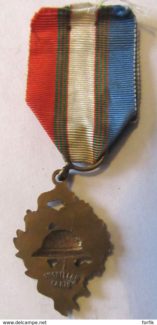 France - Médaille UNC Union Nationale Des Combattants Avec Ruban - Bronze - TBE - Chobillon Paris - Professionnels / De Société