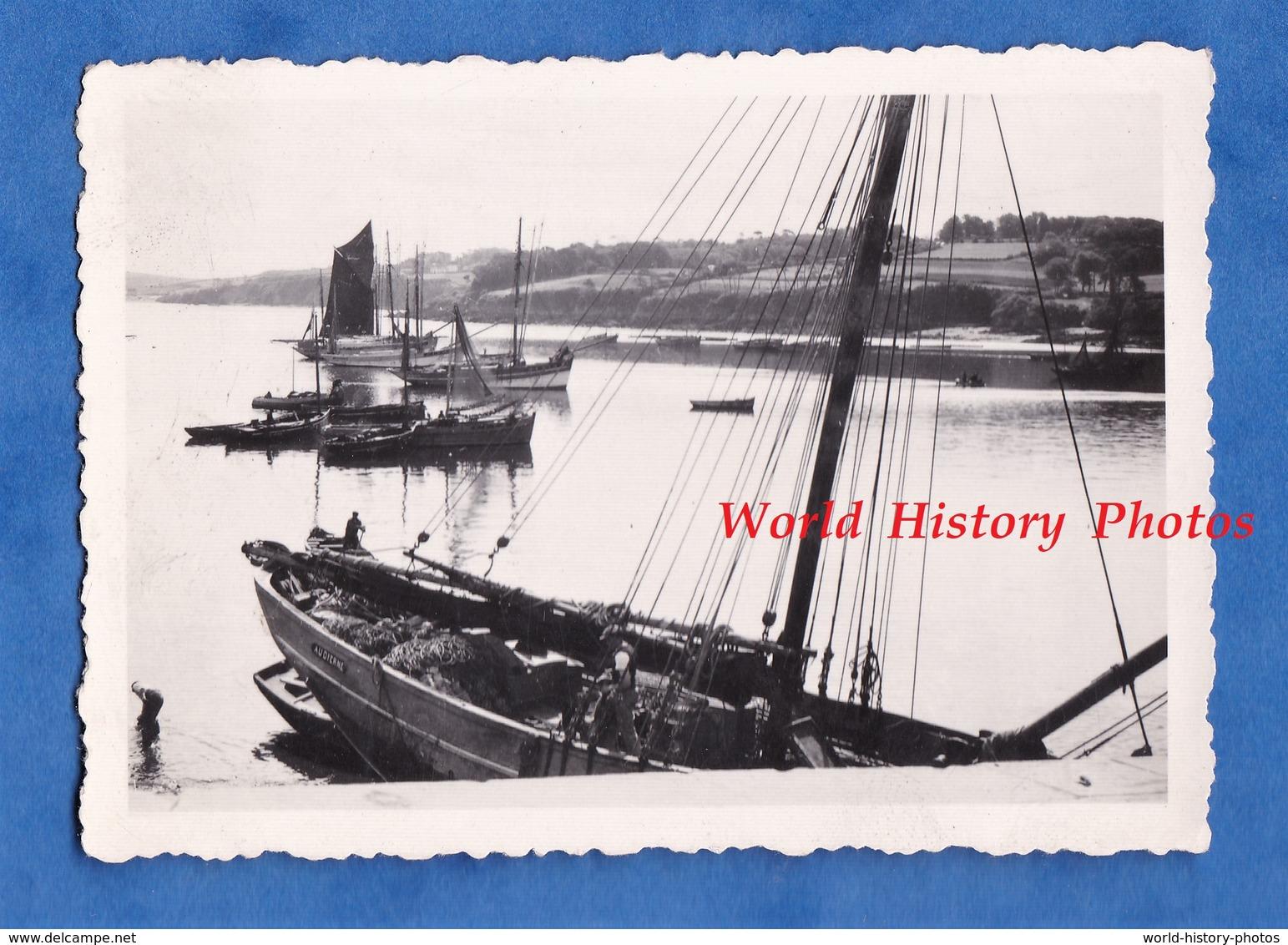 Photo Ancienne - Port à Situer - AUDIERNE ? ( Voir Marquage Sur Bateau ) - Beau Bateau De Pêche - Bretagne - Bateaux