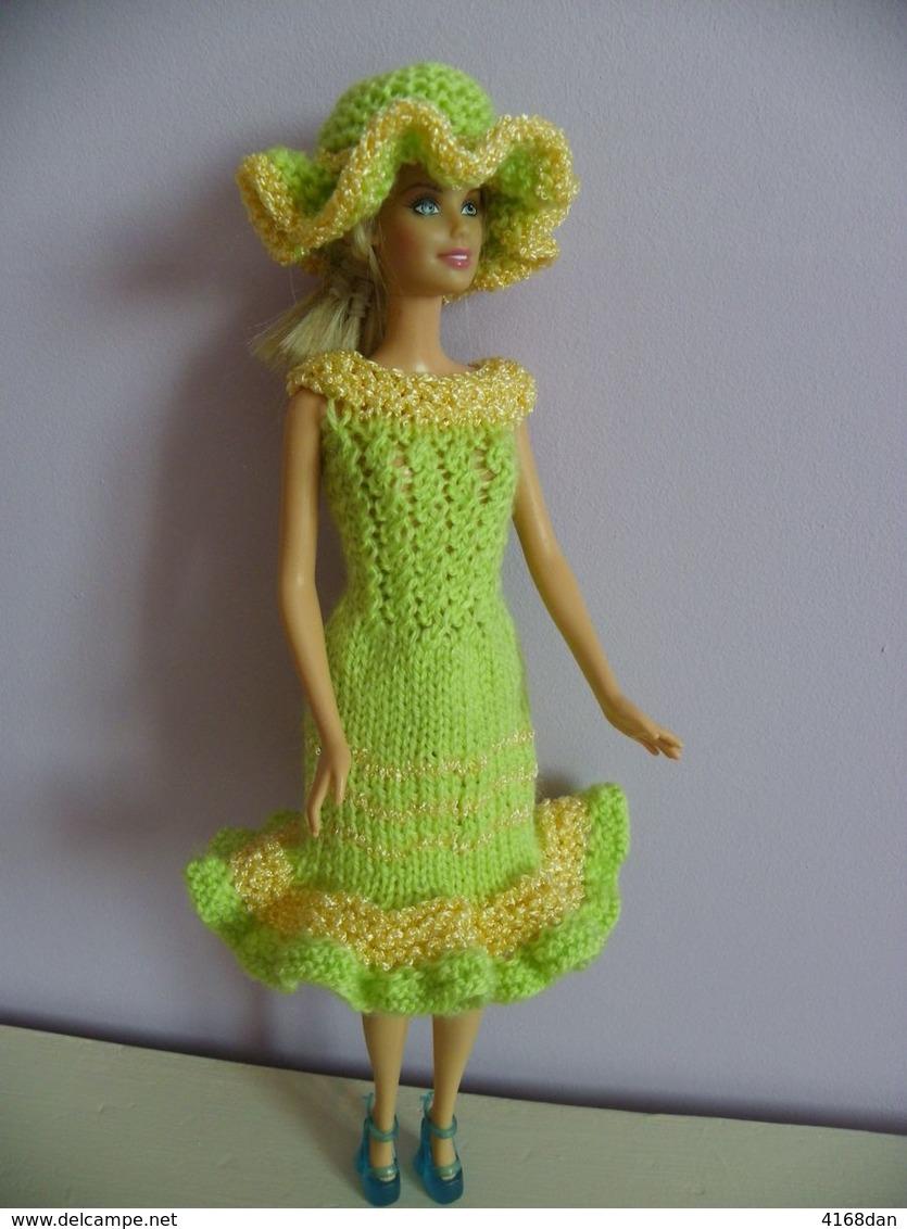 """Vêtement  Tricot  """" Robe Barbie Avec Son Chapeau """" - Barbie"""