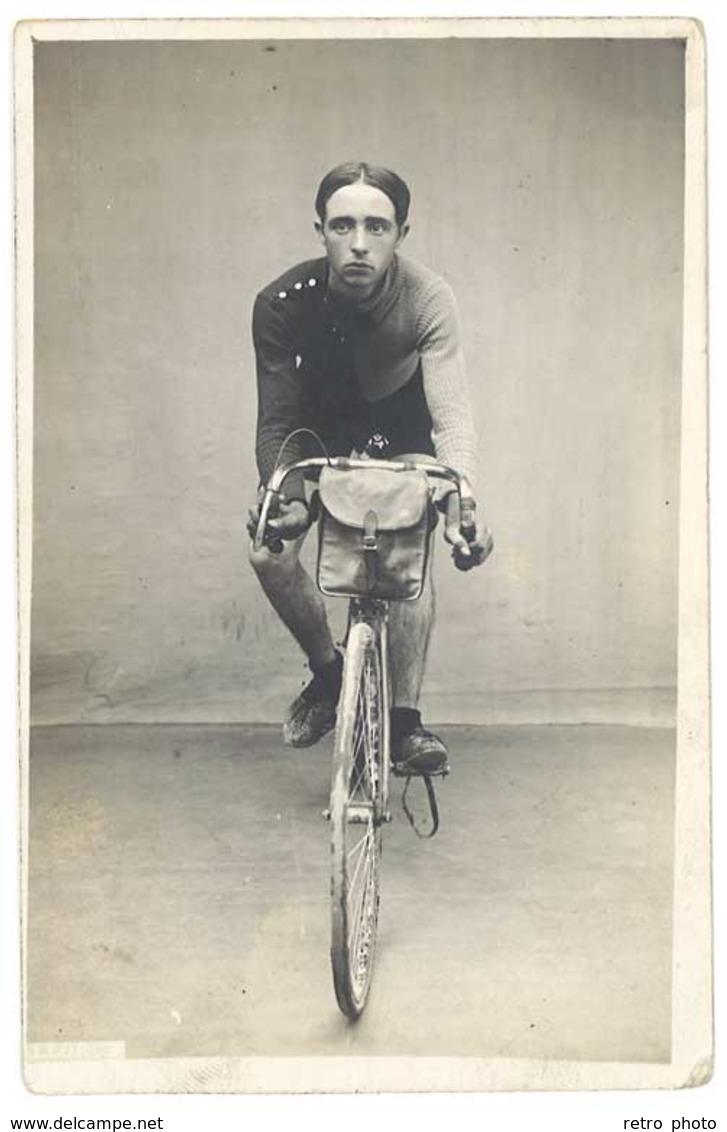 Cpa Carte-photo Jeune Homme Sur Son Vélo De Course , Cycliste - Cyclisme