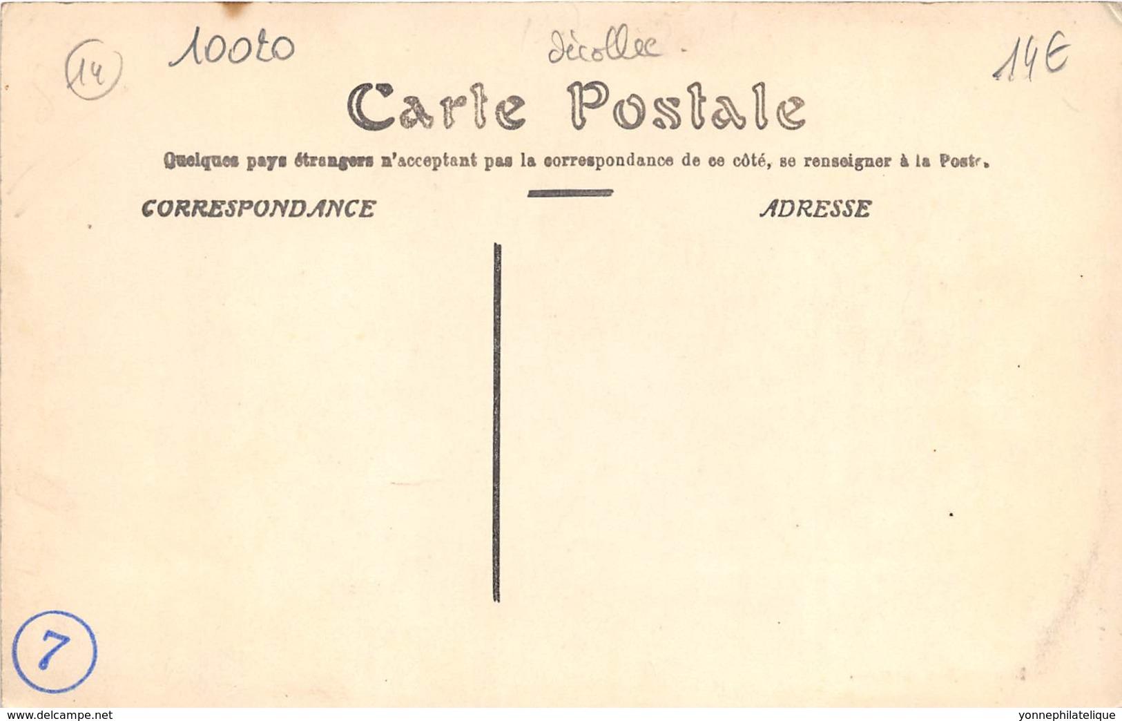 14 - Calvados / 10020 - Ver Sur Mer - Place De La Poste - Défaut - Se Décolle - France