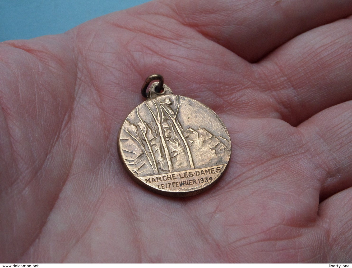 MARCHE-LES-DAMES Le 17 Février 1934 - KONING ALBERT ( P. De Soete / Zie / Voir Photo ) Medaillon 23 Mm. - 7 Gram ! - Belgique