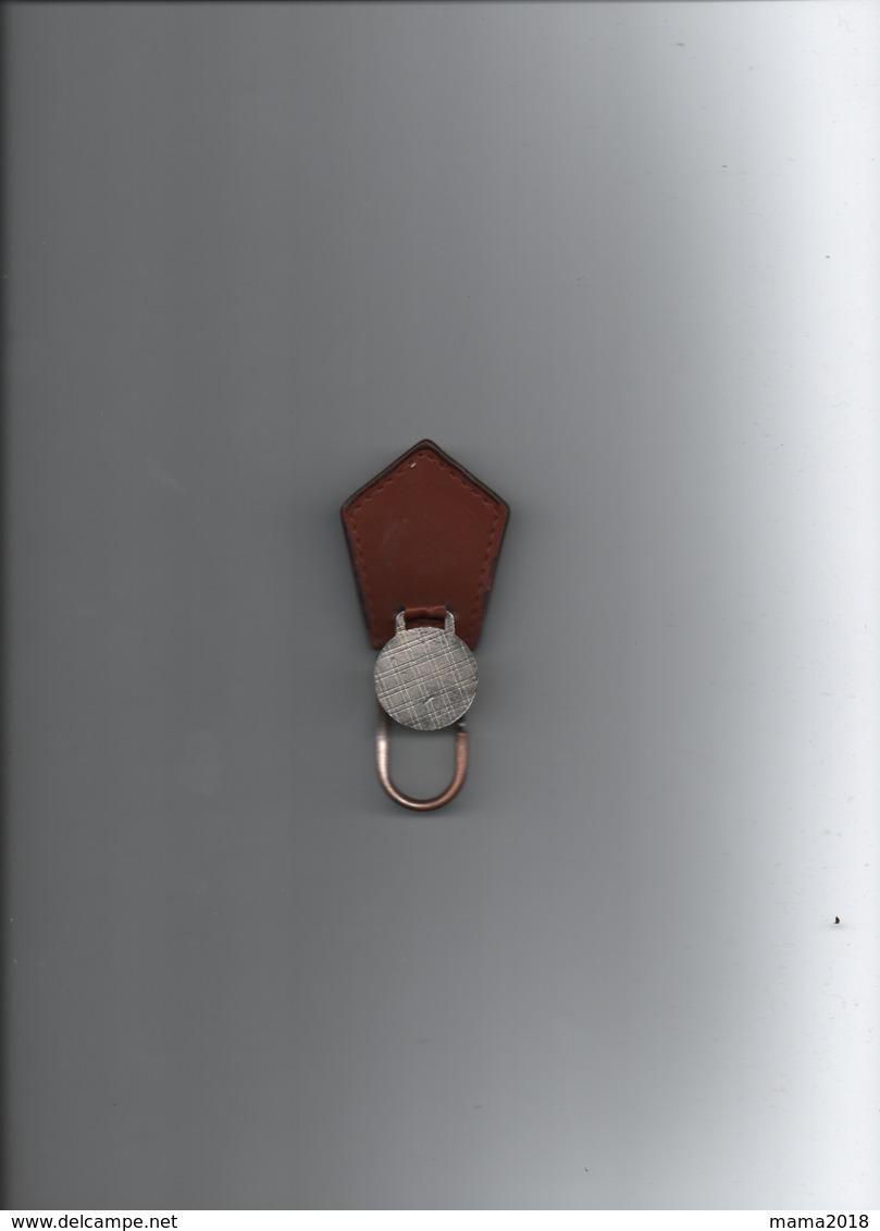 Ancien Porte Clef  OM  Droit Au But - Habillement, Souvenirs & Autres