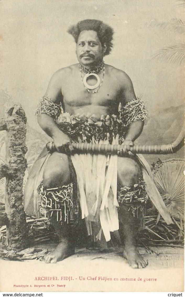 Archipel Des Fidjis, Un Chef Fidjien En Costume De Guerre, Beau Document - Fidji
