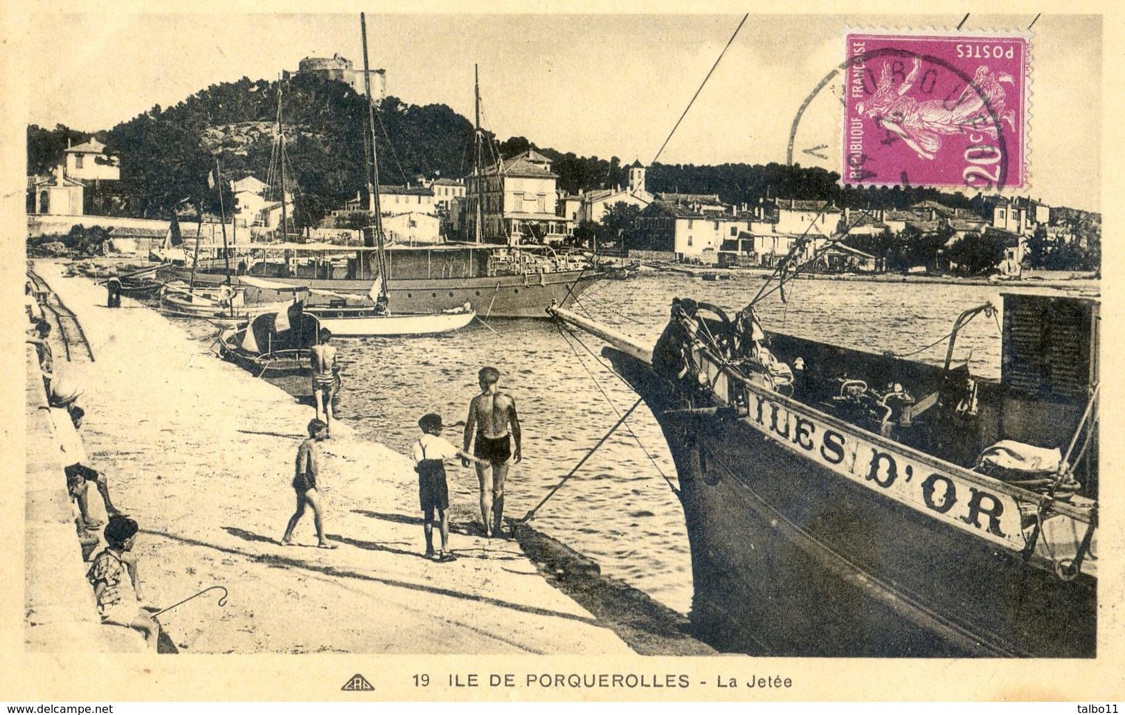 """83 - Île De Porquerolles - La Jetée - Avec A Quais La Bateau:""""Ile D'or"""" - Porquerolles"""
