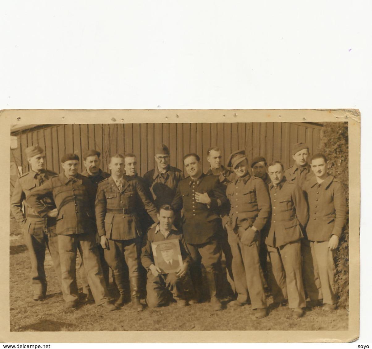Carte Photo Marechal Pétain Célébré Par Prisoniers  Guerre Au Stalag XB 68 Camp De Concentration Sandbosel Bremervorde - Hommes Politiques & Militaires