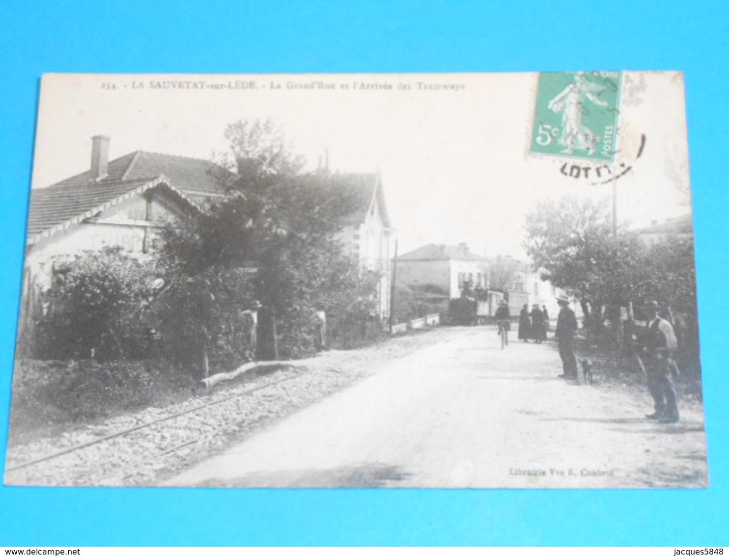 47 ) La Sauvetat-sur-lède - La Grand'rue Et L'arrivée Des Tramways  : Année 1915 : EDIT - Chabrié - France