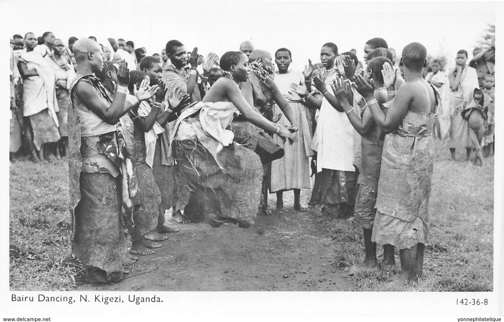 Ouganda - Ethnic / 08 - Bairu Dancing - Oeganda