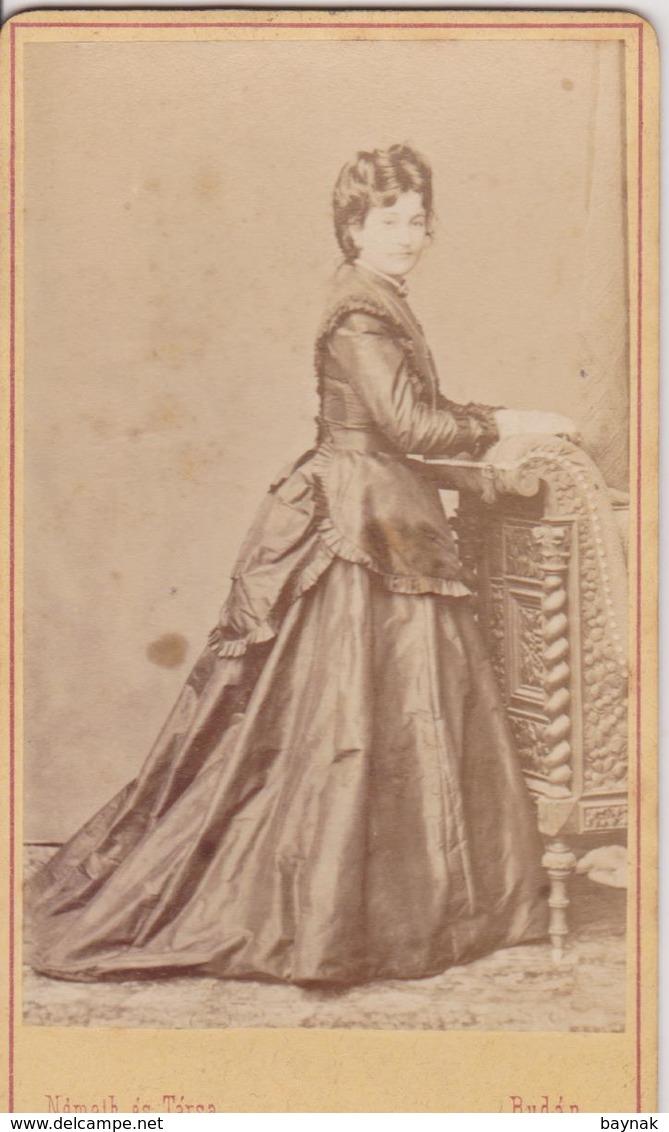 K31 -  CABINET  PHOTO, CDV  -  1870 ~ 1890, DUNN KARTON,  HUNGARY,BUDAN   ~  LADY ~ PHOTO  NEMETH Es TARSA  ~ 10,5 X 6,5 - Fotos