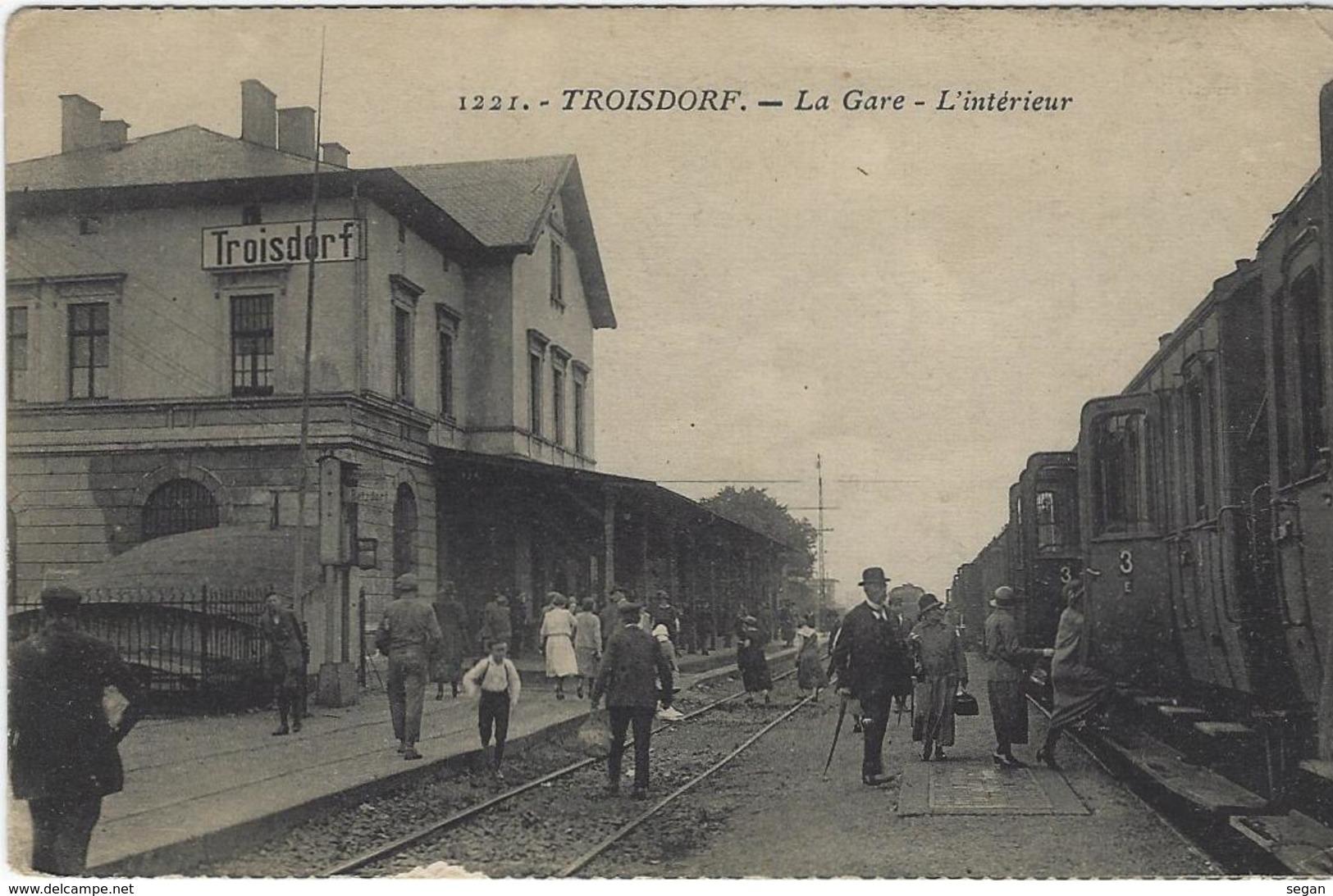 TROISDORF  INTERIEUR DE   LA GARE - Troisdorf