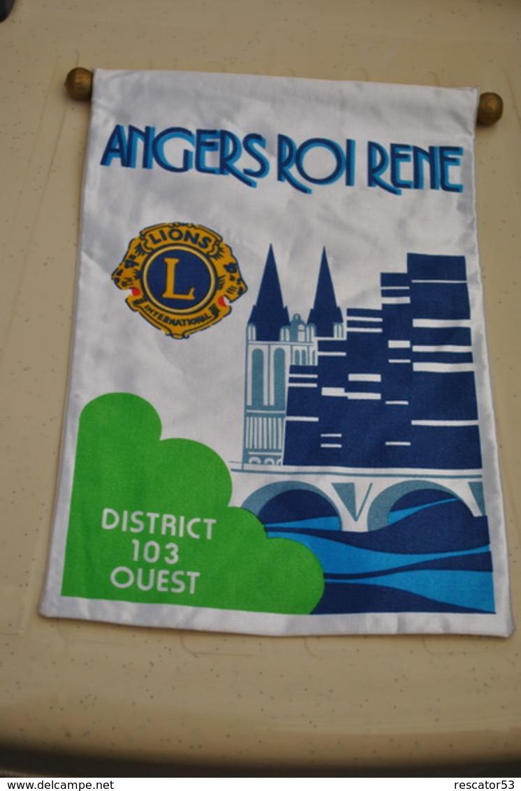 Rare Fanion Lion's Club Angers Roi René - Organizations