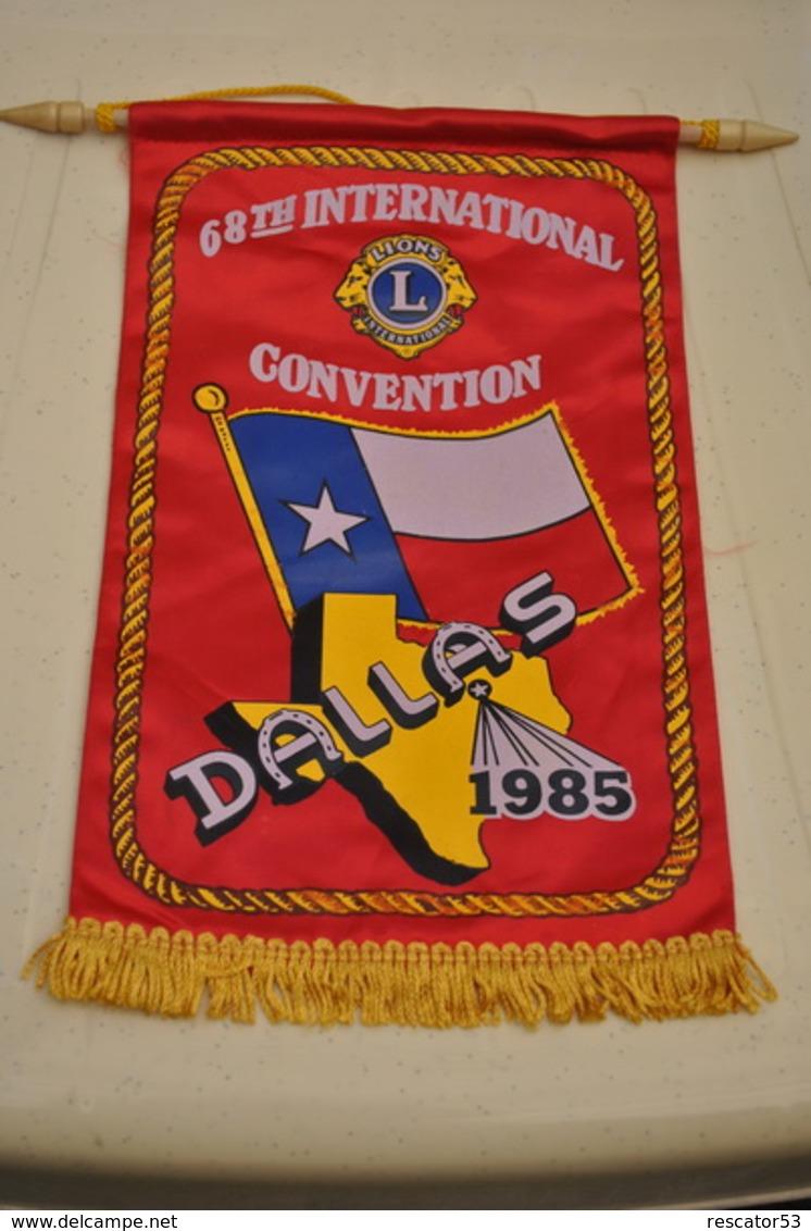Rare Fanion Lion's Club France 65 Eme Convention Internationale à Dallas 1985 - Organizaciones
