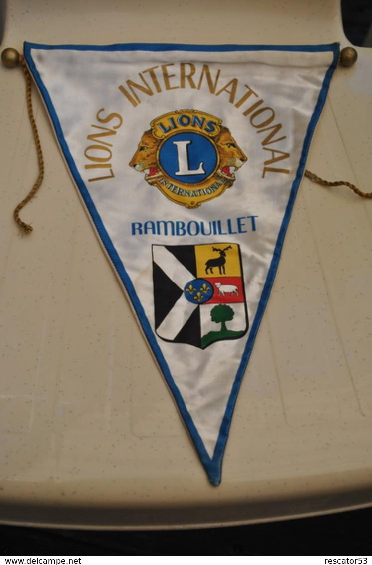 Rare Fanion Lion's Club Rambouillet - Organizations