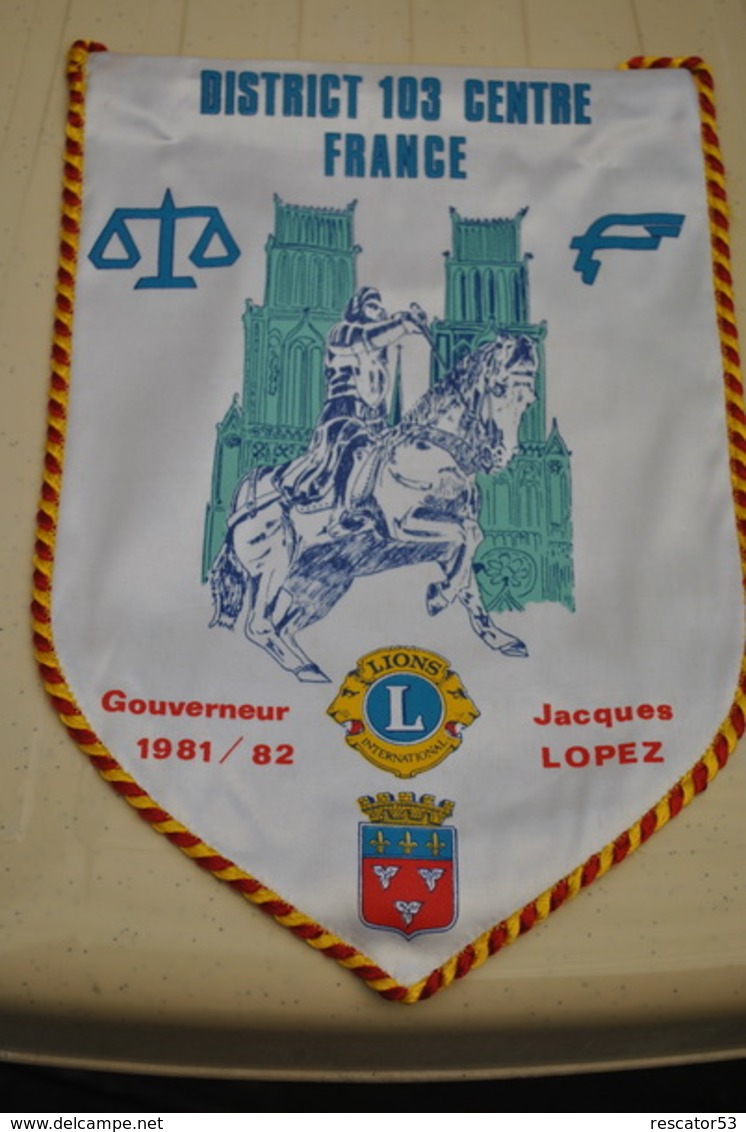 Rare Fanion Lion's Club Gouverneur Jacques Lopez  1981-1982 - Organizaciones