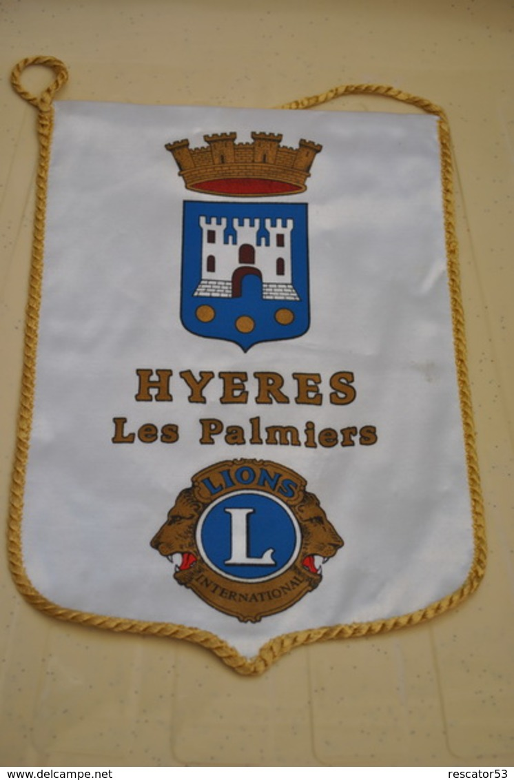 Rare Fanion Lion's Club Hyeres Les Palmiers - Organizaciones