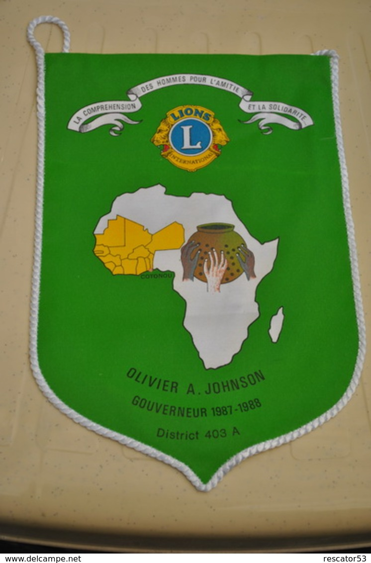 Rare Fanion Lion's Club Cotonou Bénin Gouverneur Johnson 1987-1988 - Organizaciones