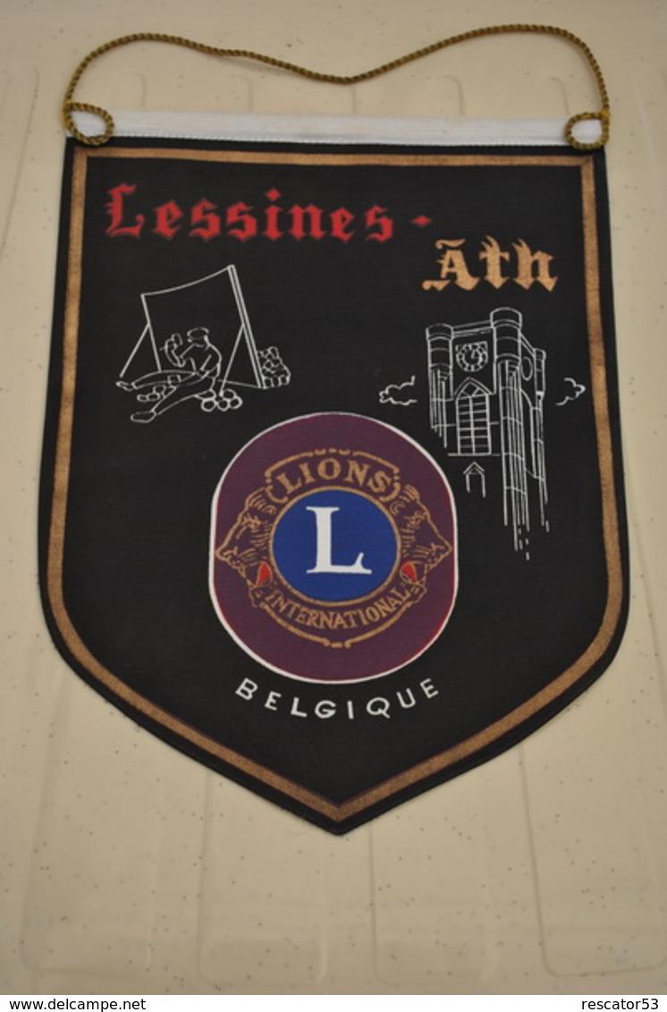 Rare Fanion Lion's Club Lessines-Ath Belgique - Organizaciones