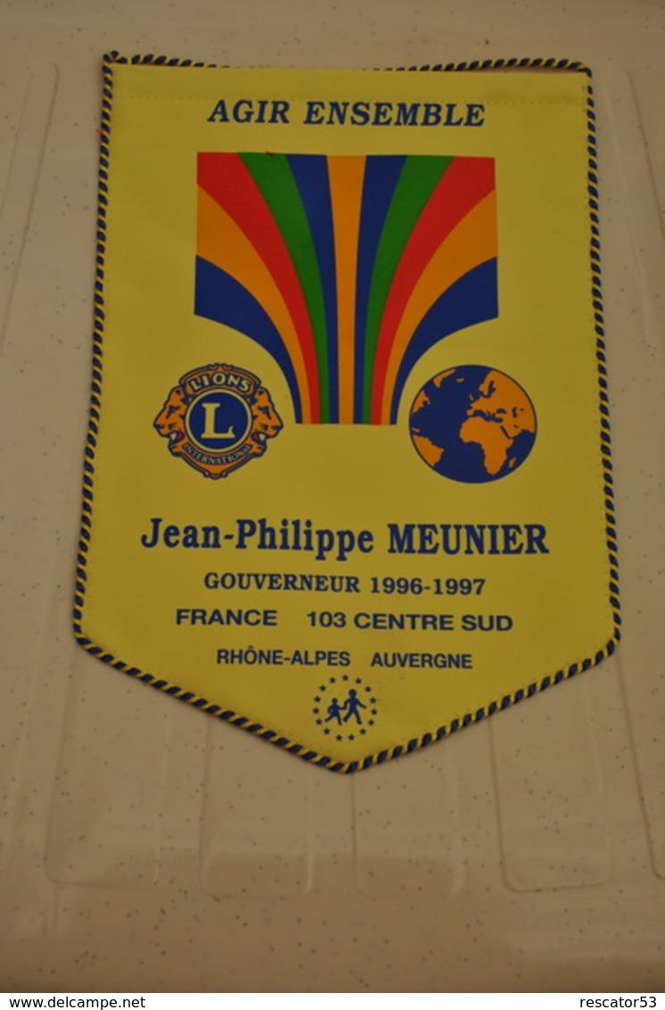 Rare Fanion Lion's Club Gouverneur Jean-philippe Meunier 1996-1997 Rhône-Alpes Auvergne - Organizaciones