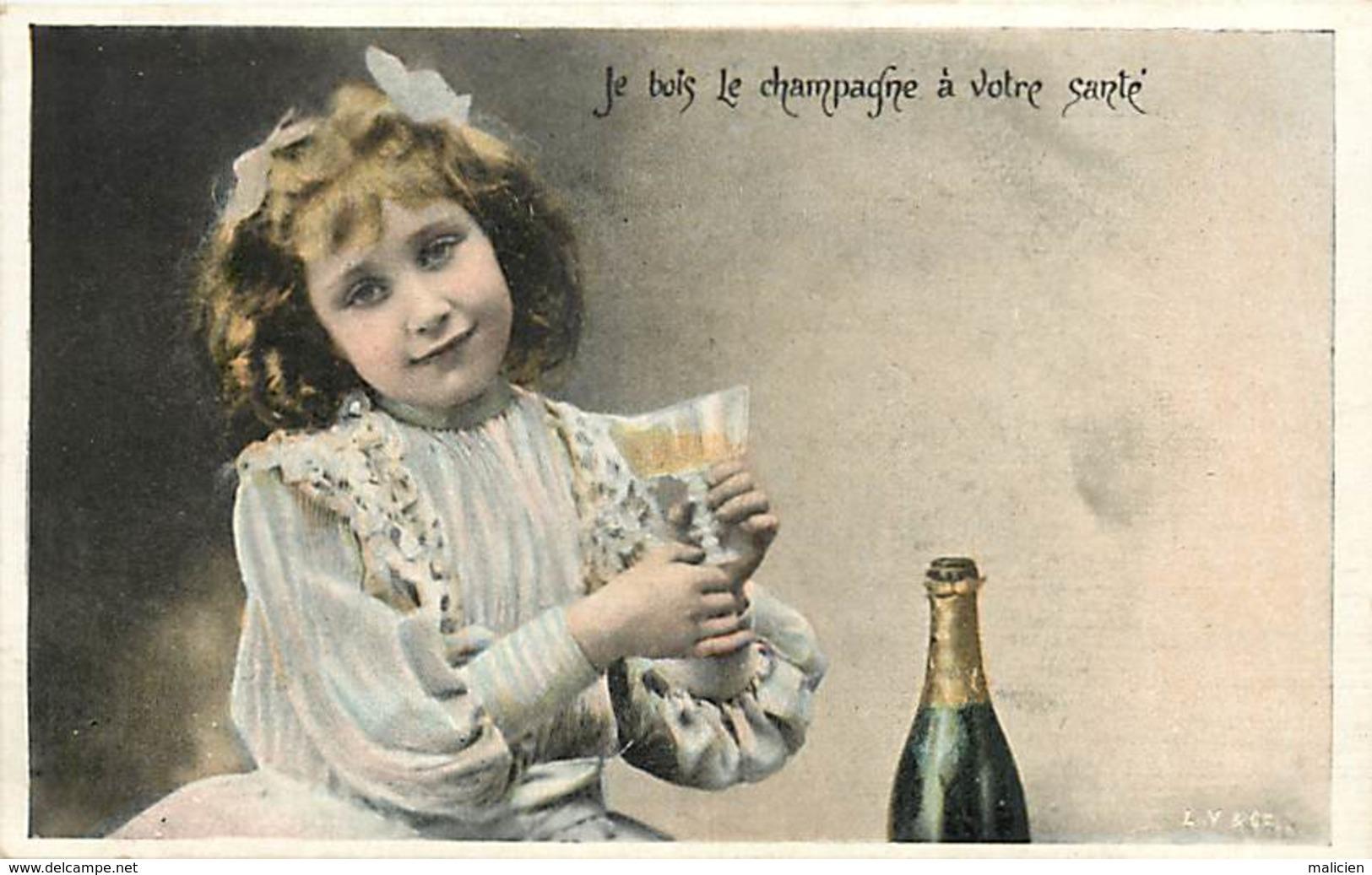 -ref-A988- Enfants - Enfant - Fillette Et Bouteille De Champagne - Je Bois Le Champagne A Votre Santé - Vins - Alcool - - Portraits