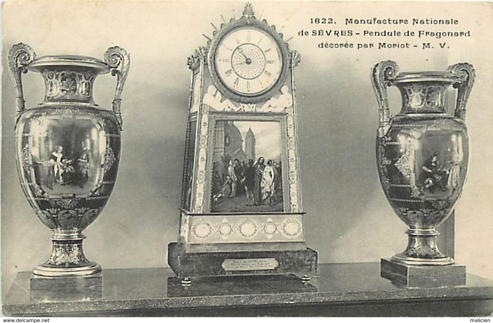 -ref-A978- Hauts De Seine - Sèvres - Manufacture - Pendule De Fragonard Decorée Par Moriot - Horlogerie - Arts - - Sevres