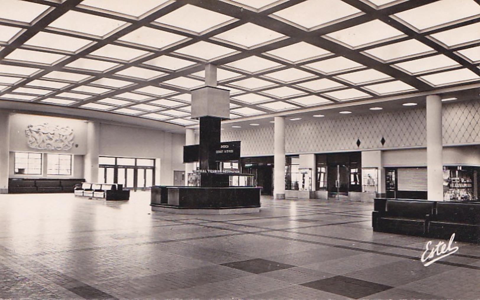 Le Havre  Le Hall De La Gare Maritime - Le Havre