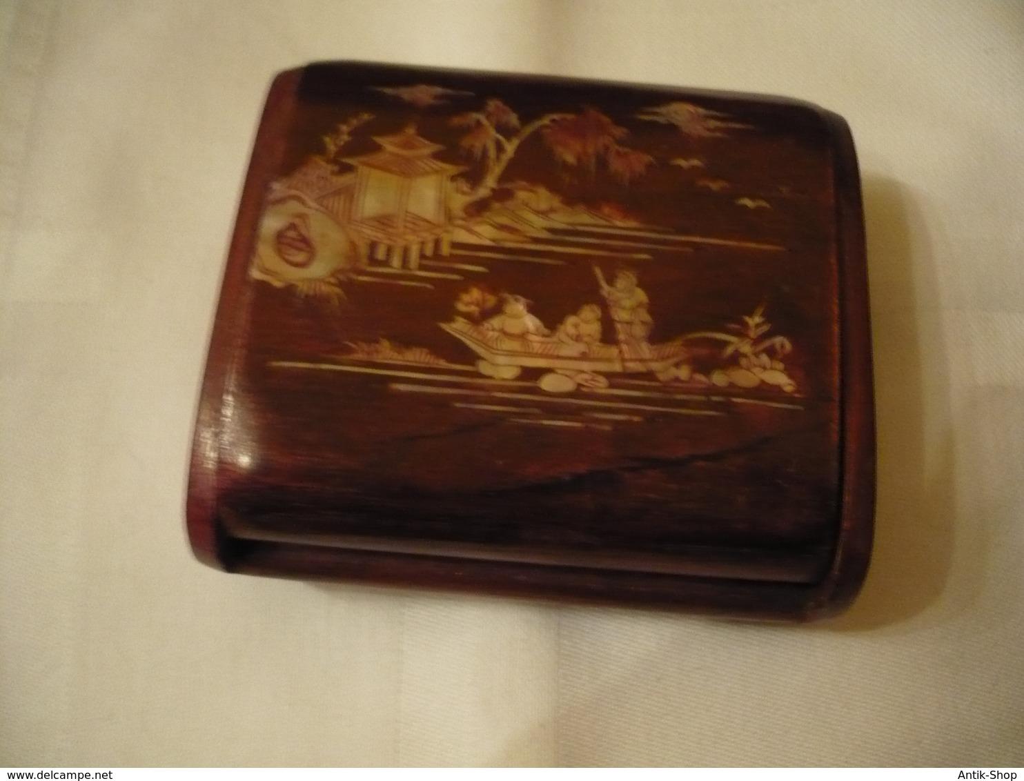 Chinesische Holzschatulle Mit Perlmutt-Intarsien  (741BW) - Art Asiatique