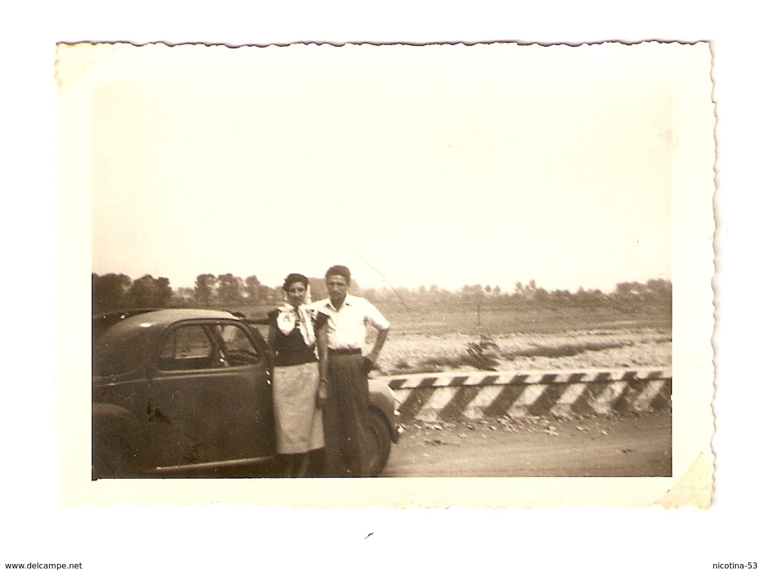 FO--00046-- FOTO ORIGINALE - COPPIA CON FIAT TOPOLINO - Automobili
