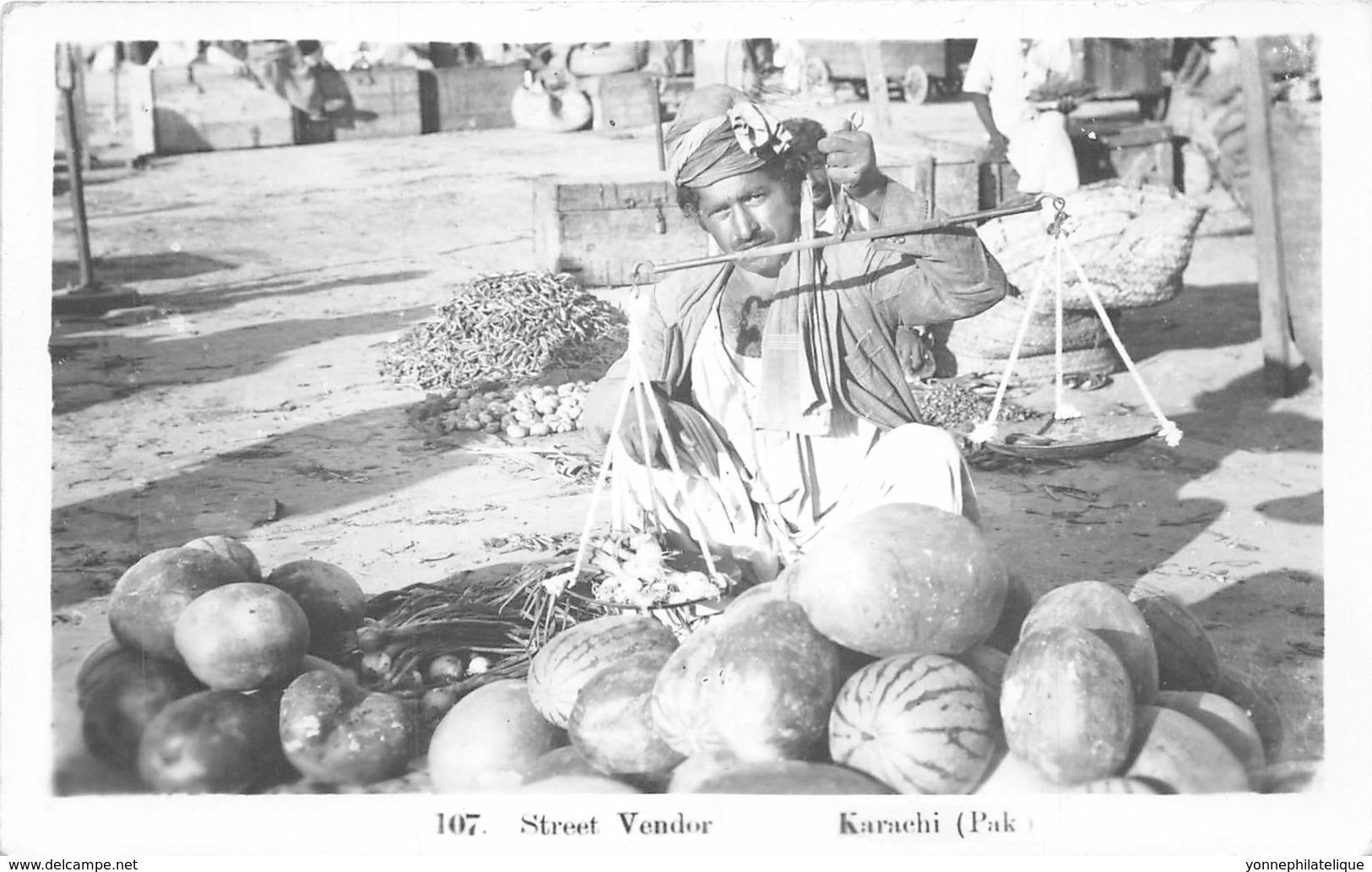 Pakistan / 10 - Karachi - Street Vendor - Pakistan