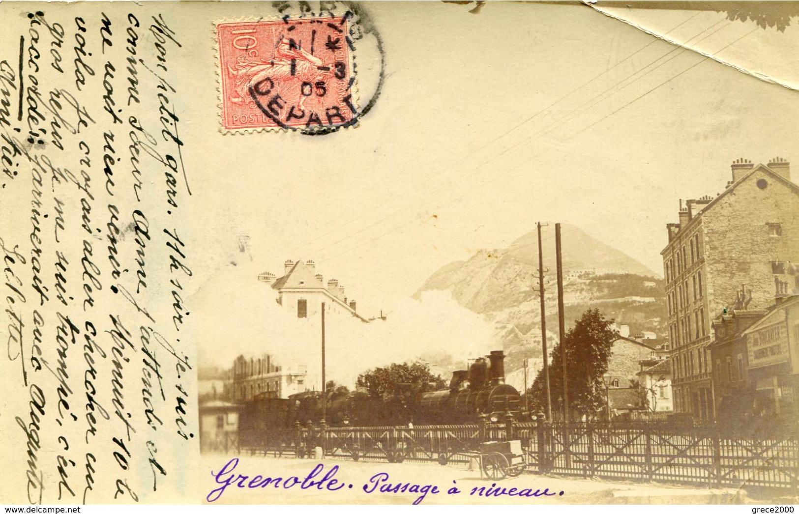 Grenoble Passage à Niveau (carte Photo 1905) Trace De Pli En Haut à Droite - Grenoble