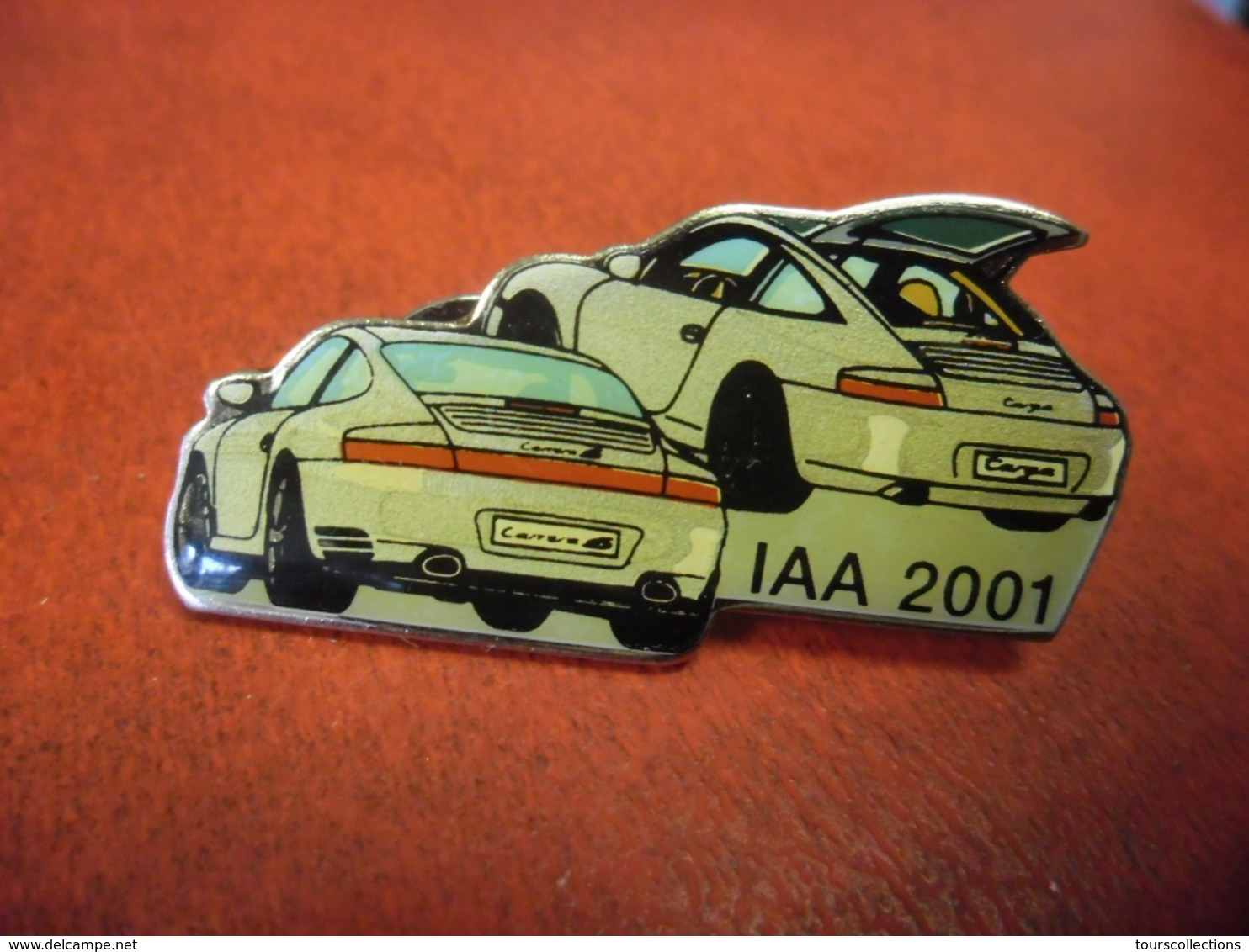 GRAND PIN'S AUTOMOBILE LUXE PORSCHE 911 CARRERA 4S Et TARGA IAA 2001 - Made In Germany @ 42 Mm X 18 Mm - Porsche
