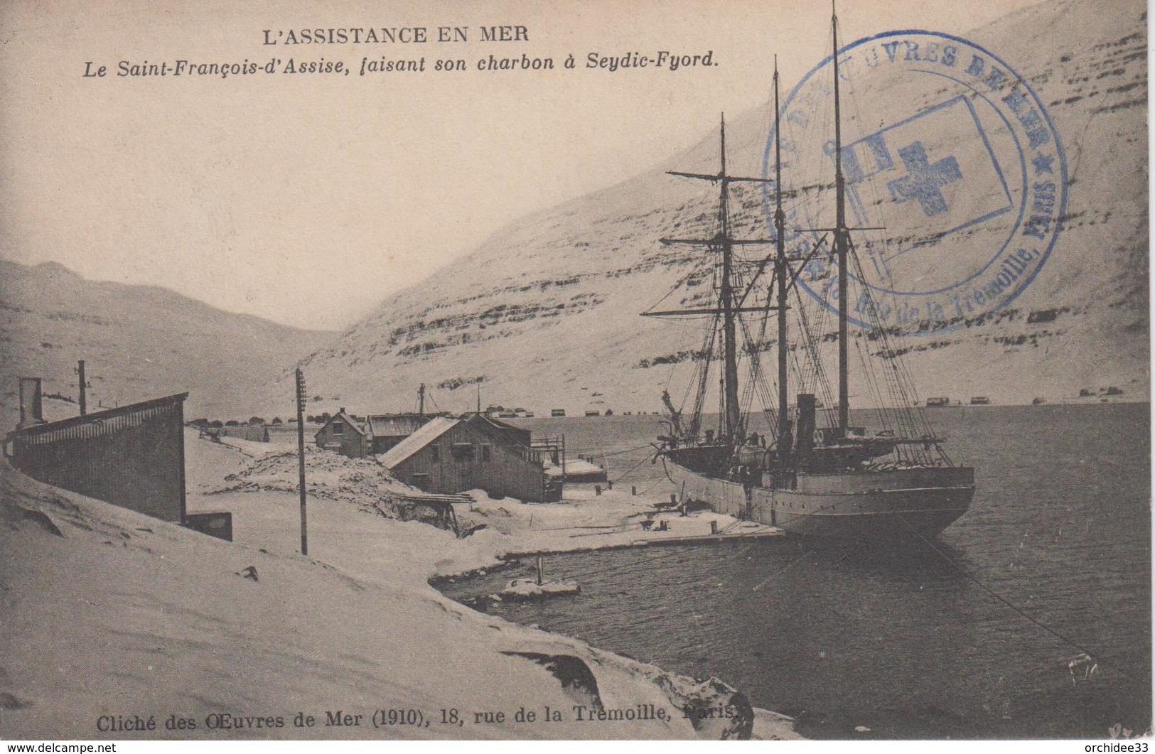 CPA L'assistance En Mer - Le Saint-François-d'Assise Faisant Son Charbon à Seydic-Fyord (cachet Oeuvres De Mer) - Fishing Boats