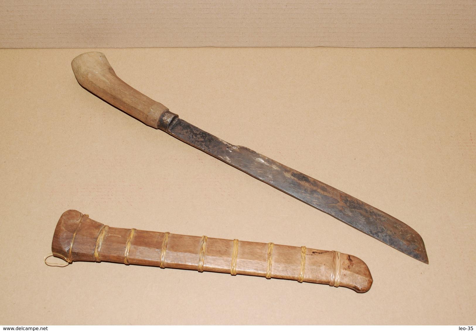 Couteau Indonésien Ou Thaïlandais - Superbe Pièce Pour Collection - Knives/Swords