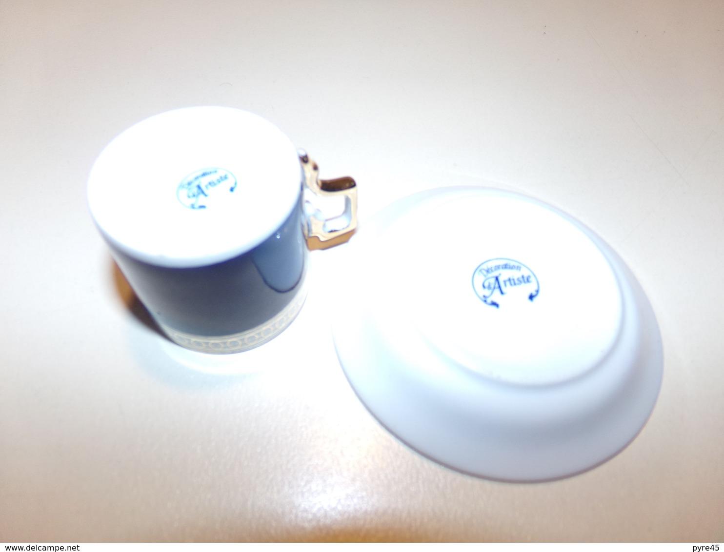 """Miniature  Tasse Et Sa Soucoupe Bleue Marine Décor Or Et Blanc """" Décoration Artiste """" - Miniatures"""