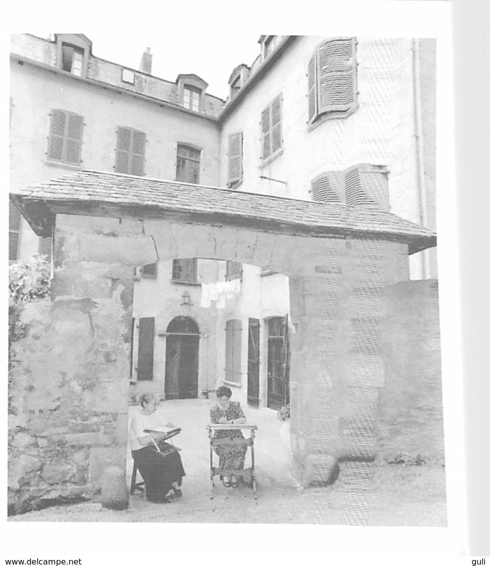 [19] Corrèze > TULLE Le POINCT De TULLE Dentellières Sous Le Porche Dans La Galerie Du Trech (dentelle Métier)*PRIX FIXE - Tulle
