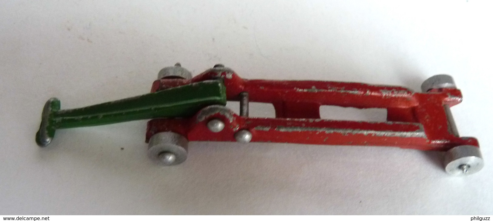 FIGURINE CRIC ROULANT VOITURE MINIATURE DINKY TOYS GARAGE STATION - Quiralu