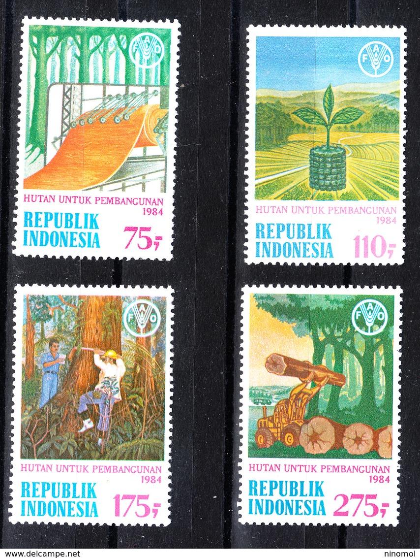 Indonesia - 1984. Legno: Trasporto E Lavorazione. Wood: Transport And Processing. Complete MNH Series - Fabbriche E Imprese