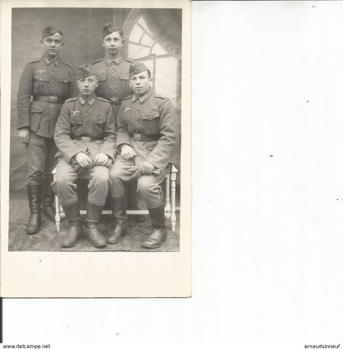 CARTE PHOTO JEUNES SOLDATS - Personnages