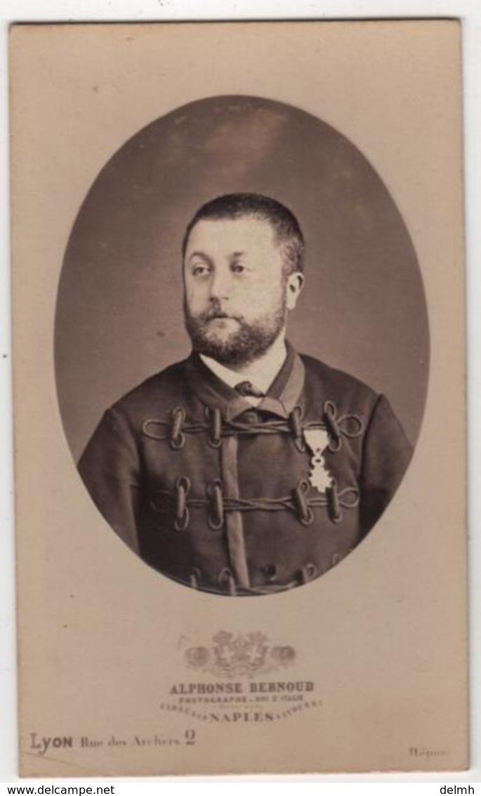 CDV Photo Originale XIXème Militaria Officier Décorations Par Alphonse Bernoud Napoli Italia Cdv 2646 - Photographs