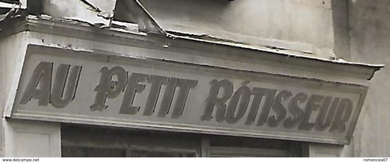 """RESTAURANT  """" AU PETIT ROTISSEUR """" - Clients, Musicien Et Chien  - Carte-photo Vers 1910 - Lieu à Situer - A Voir ! - Restaurants"""