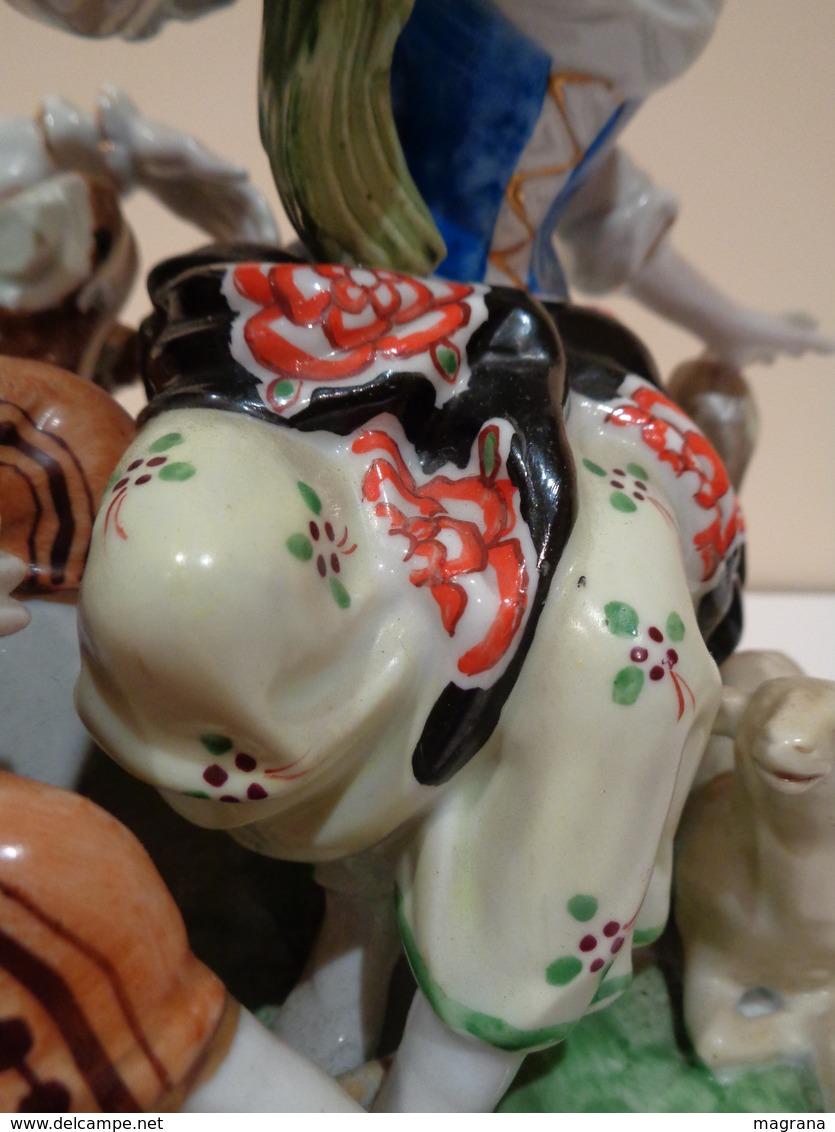 Antigua Figura De Porcelana. Pareja Galante Con Cordero A Los Pies. Marca Hispania Manises. - Manises (ESP)