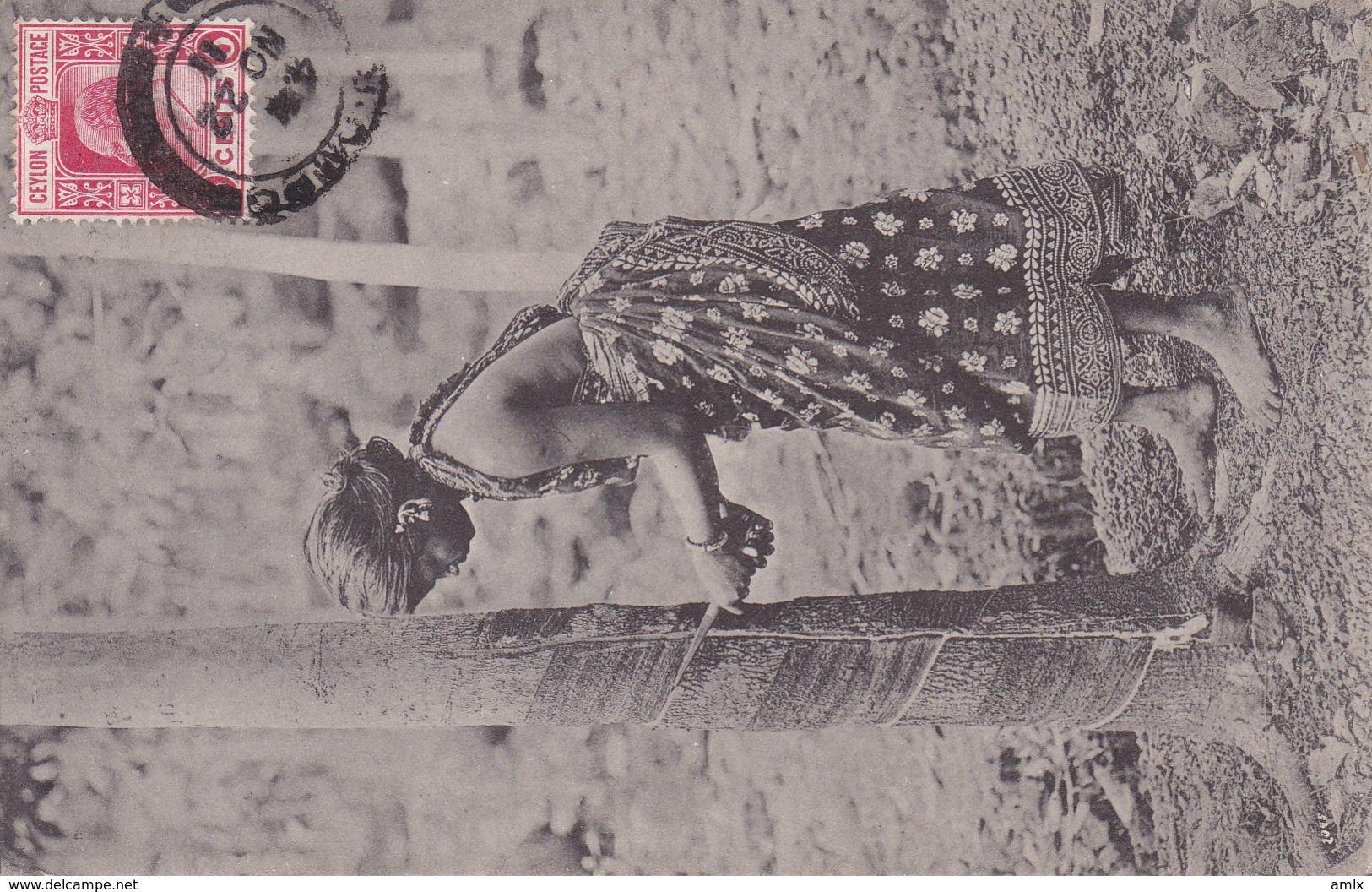 Femme Entaillant L'arbre à Caoutchou. TBE - Sri Lanka (Ceylon)