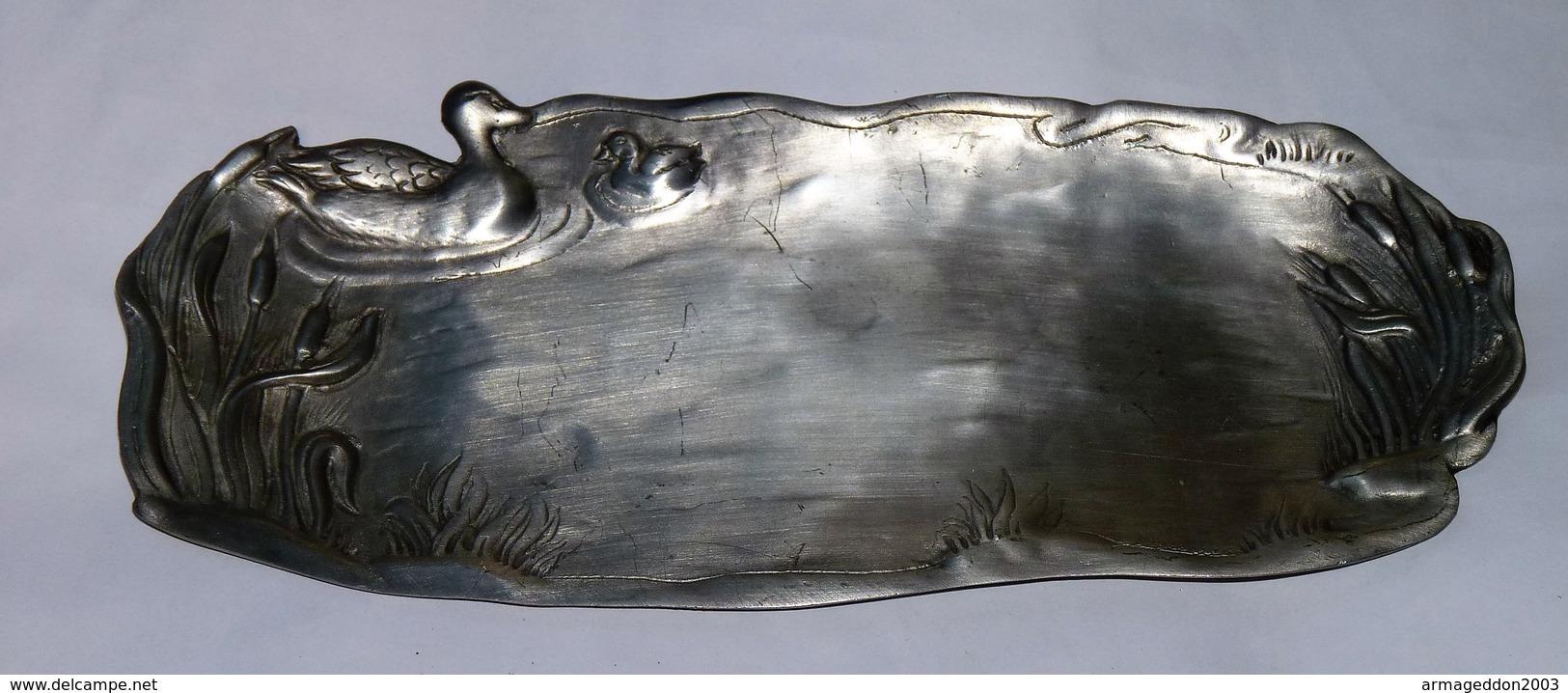 JOLI GRAND VIDE POCHE EN ETAIN  CISELE DECOR CANARD TBE - Etains
