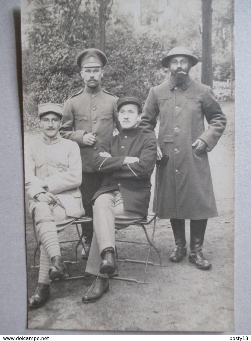 Militaria 1914/18 -  Groupe De Militaires Français  ( N° 31 / 1 Et 104 Sur Col )  Et  Militaire Russe - TBE - Guerre 1914-18