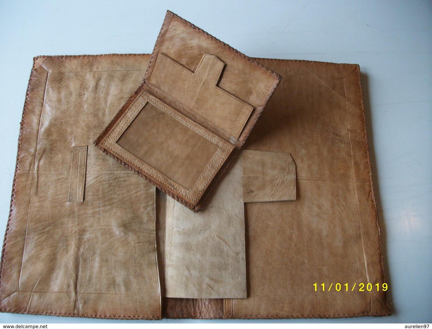 Enselble Composé D'un Pochette  Et D'un Porte-monnaie En Cuir De Zébu - Art Africain