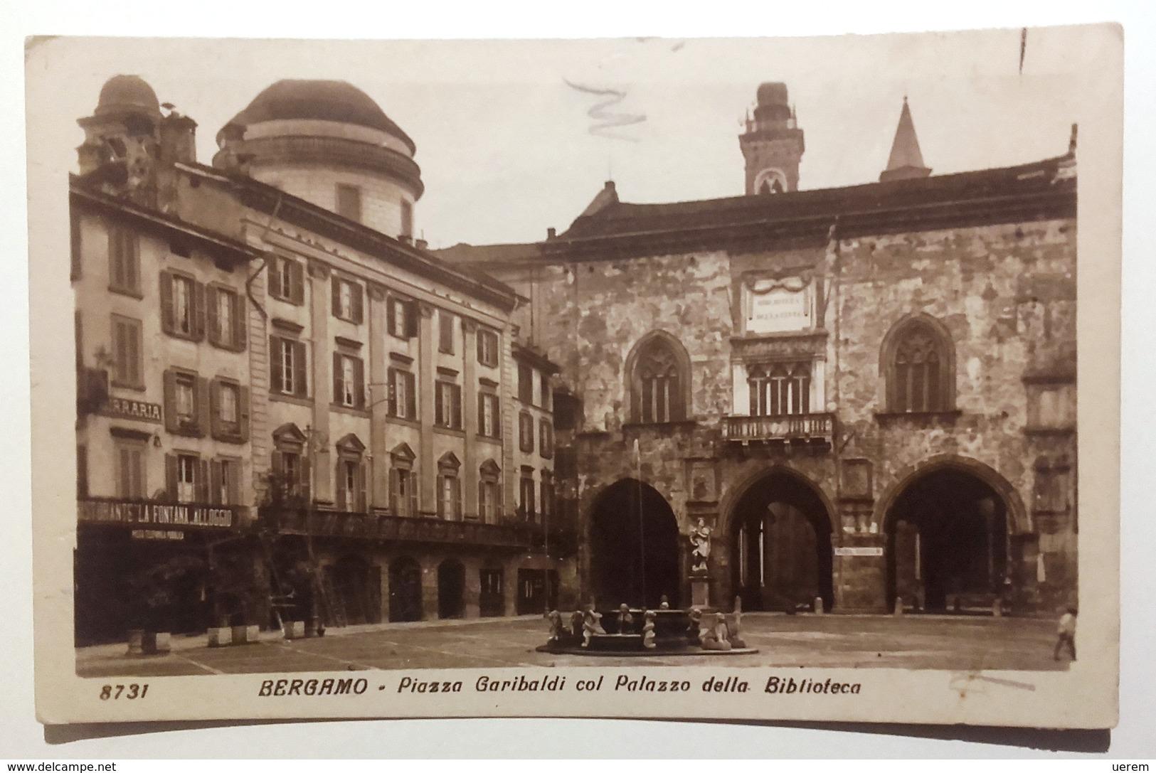 LOMBARDIA - BERGAMO - PIAZZA GARIBALDI CON PALAZZO DELLA BIBLIOTECA Formato Piccolo Viaggiata Nel 1924 - Condizioni Buon - Bergamo